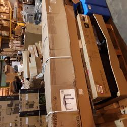 Lot 1184 PALLET OF ASSORTED ITEMS TO INCLUDE: BLOOMA ZEPHYROS, COLUMBIA DINING SET KETER SHED ETC