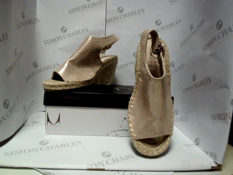 Lot 13020 BOXED PAIR OF DESIGNER MODA IN PELLE SHOES - UK SIZE 4