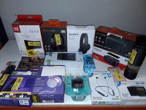 Lot 9261 LARGE QUANTITY OF ASSORTED TECH ITEMS TO INCLUDE ROKU EXPRESS, SONY HEADPHONES AND POLAROID ALARM CLOCK