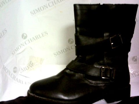 Lot 1060 LUX RICHIE BOOTS SIZE 6EEE BLACK