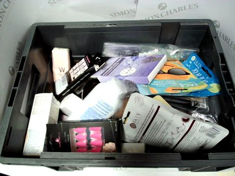 Lot 9275 LOT OF APPROX 18 ITEMS INCLUDING EYE MASK AND FALSE NAILS
