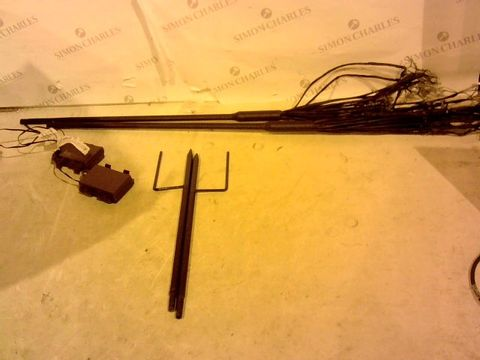 Lot 2411 LUXFORM BATTERY OPERATED SET OF 2 TWINKLING STAR LIGHT STAKES