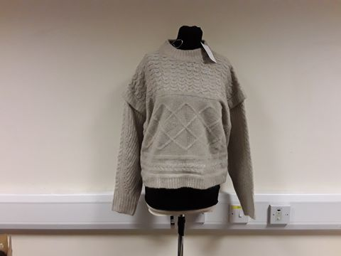 Lot 13026 BERSHKA BEIGE KNIT JUMPER SIZE M
