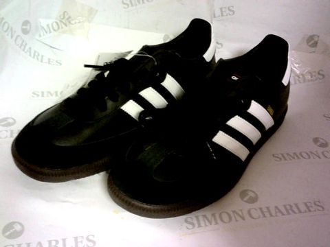 Lot 1053 ADIDAS BLACK TRAINERS SAMBA FOOTBALL SIZE 8