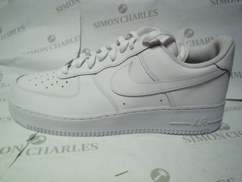 Lot 1124 BOXED UK SIZE 11 NIKE AIR FORCE 1 '07 TRAINERS