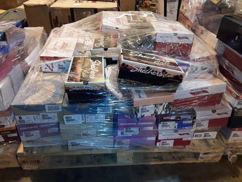 Lot 4005 PALLET OF APPROXIMATELY 62 PAIRS OF ASSORTED SHOES TO INCLUDE: