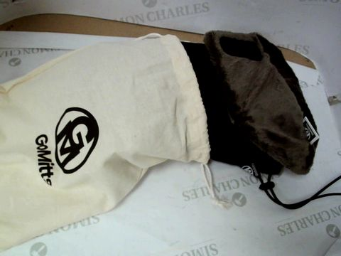 Lot 539 GOMITTS HAND WARMERS