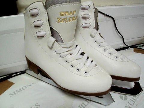 Lot 13121 PAIR OF DESIGNER GRAF BOLERO WHITE LADIES ICE SKATING BOOTS SIZE 33
