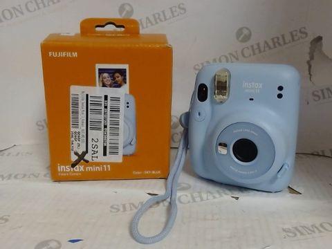 Lot 4620 FUJIFILM INSTAX MINI 11 INSTANT CAMERA  RRP £109.99