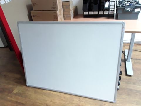 Lot 27 LARGE FOLDABLE WHITE BOARD