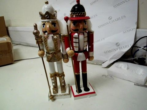 Lot 201 SET OF TWO XMAS FIGURES RRP £32.99