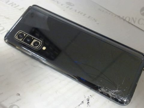 Lot 7569 SAMSUNG FOLD MOBILE PHONE