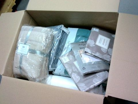 Lot 2221 BOX OF LARGE QUANTITY OF ASSORTED HOUSEHOLD ITEMS TO INCLUDE BED LINEN, TOWELS, PILLOWCASES ETC.