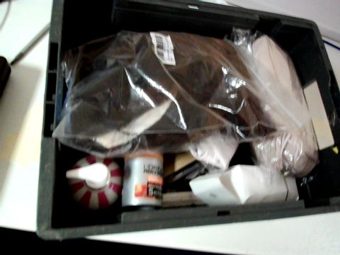 Lot 9484 LOT OF APPROX 20 ITEMS INCLUDING WIGS AND MOISTURISER