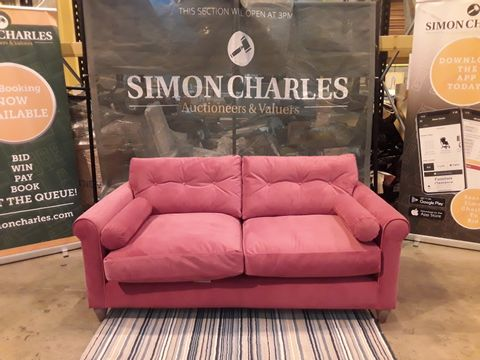 Lot 2001 QUALITY DESIGNER BRITISH MADE SOFT PINK FABRIC THREE SEATER SOFA WITH SIDE CUSHIONS ON WOODEN FEET