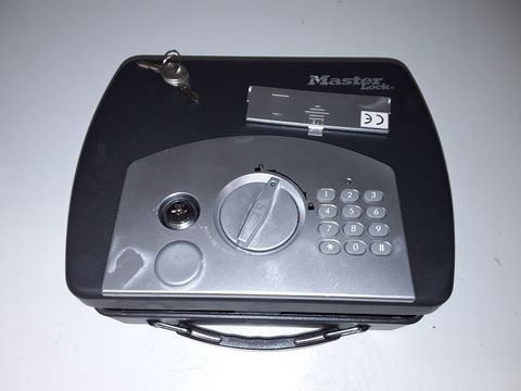 Lot 79 MASTER LOCK COMBINATION LOCK