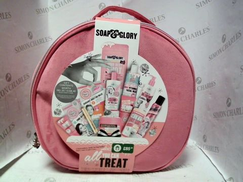 Lot 5222 SOAP & GLORY ALL YOU CAN TREAT GIFT BOX