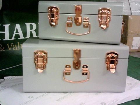 Lot 8147 BUNDLEBERRY BY AMANDA HOLDEN SET OF 2 MINI TRUNKS WITH ROSE GOLD FITTINGS