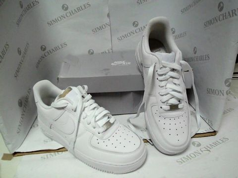 Lot 4888 BOXED PAIR OF NIKE AIR FORCE 1 WHITE TRAINERS SIZE 6