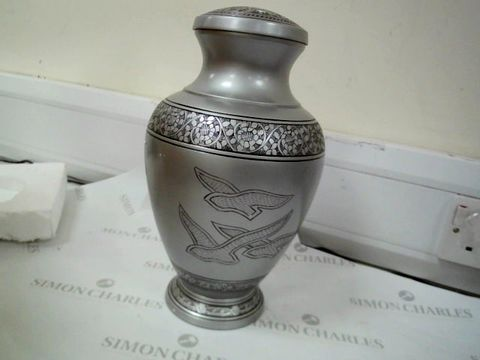 Lot 7563 SIMCS HANDICRAFTS SCREW TOP URN WITH DUST BAG