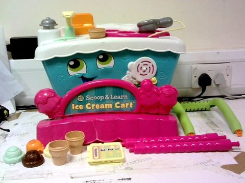 Lot 2539 LEAP FROG SCOOP & LEARN ICE CREAM CART