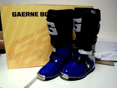 Lot 13078 GAERNE BLUE AND BLACK MOTOCROSS BOOTS UK SIZE 3