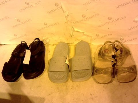 Lot 11200 LOT OF 3 PAIRS OF DESIGNER FOOTWEAR - VIONIC, 6; SKECHERS, 6; EARTH SPIRIT, 4