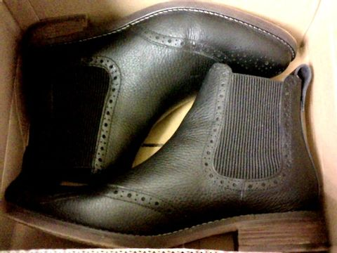 Lot 5473 FATFACE BUDE LEATHER CHELSEA BOOTS - BLACK SIZE 41 RRP £80.00