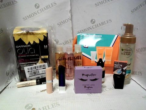 Lot 4420 LOT OF APPROXIMATELY 10 ASSORTED COSMETIC ITEMS, TO INCLUDE LANCASTER GOLDEN TAN KIT, NIP+FAB FOUNDATION 35, SANCTUARY BODY WASH SET, ETC RRP £109.00