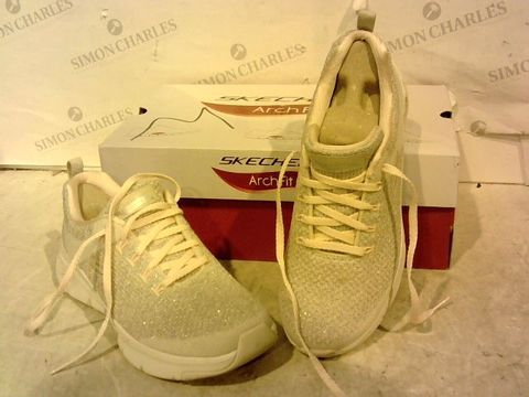 Lot 15928 BOXED PAIR OF SKETCHERS GREY/PINK TRAINERS SIZE 4