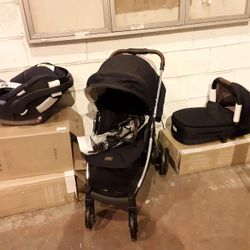 Lot 4003 MAMAS AND PAPAS PRAM WITH CARRY COT AND CAR SEAT