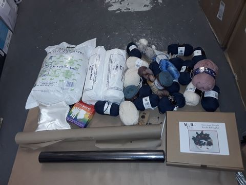 Lot 8271 BOX OF ASSORTED KNITTING ITEMS TO INCLUDE WOOD, STUFFING, NEEDLES