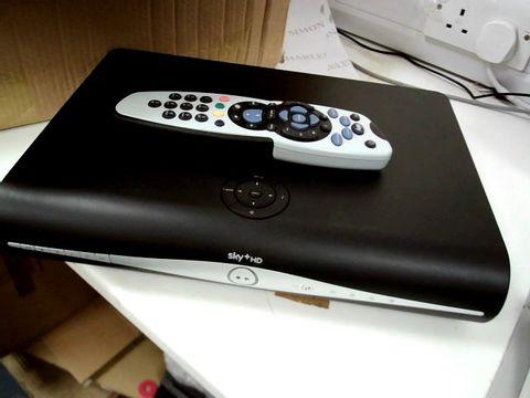 Lot 7506 SKY +HD SET TOP BOX & ACCESSORIES