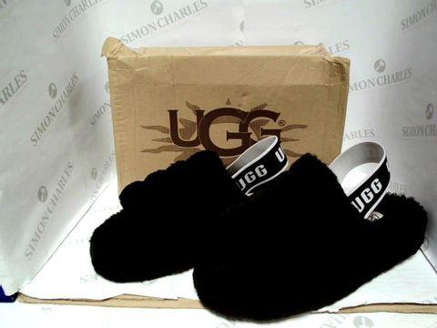 Lot 1016 UGG BLACK SLIPPERS - SIZE 39