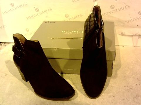 Lot 15930 BOXED PAIR OF VIONIC NAVY ZIP UP HIGH HEEL BOOTS SIZE 8