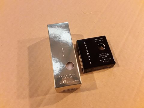 Lot 13643 BOX OF 112 BRAND NEW COSMETS TO INCLUDE: MISTY GLOW LIQUID HIGHLIGHTERS, ANECDOTE MATTE EYE SHADOWS