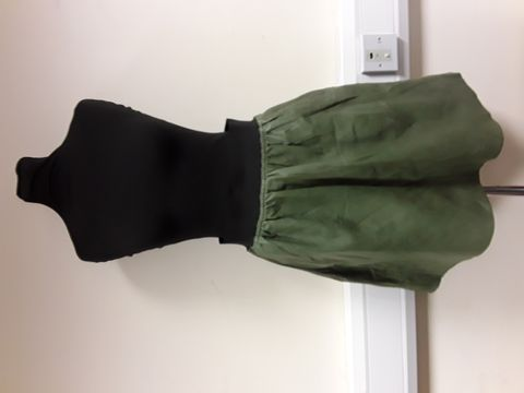 Lot 13040 REISS LEATHER EFFECT GREEN SKIRT WITH POCKETS SIZE 10