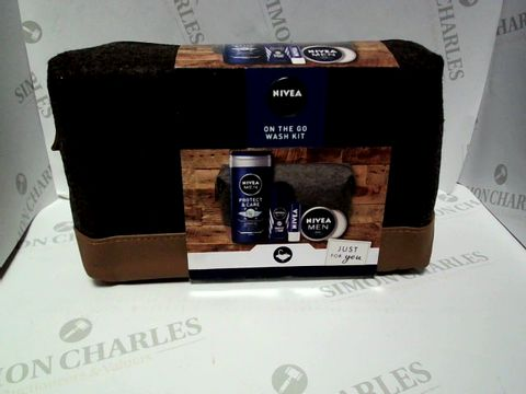 Lot 9166 NIVEA ON THE GO WASH KIT