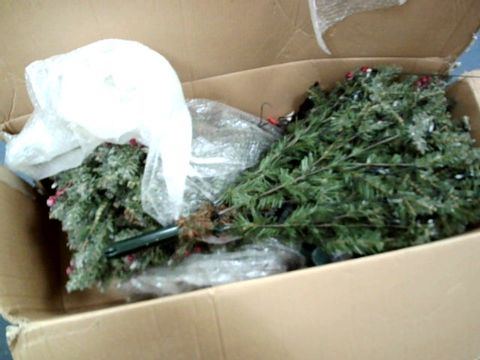 Lot 9229 PRE LIT CHRISTMAS TREE
