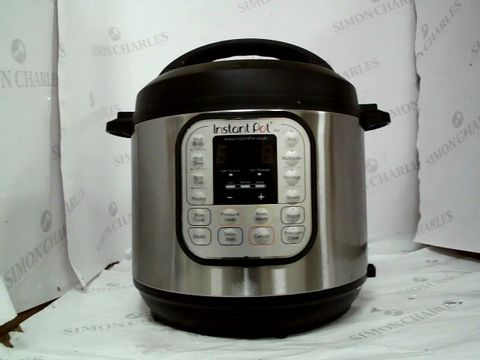Lot 9059 INSTANT POT 7 IN 1 PRESSURE COOKER