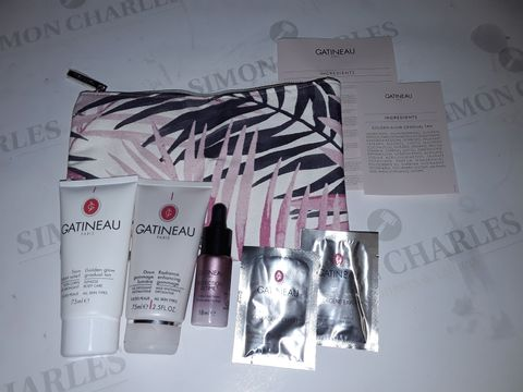 Lot 8043 CATINEAU 6-PIECE BEAUTY SET