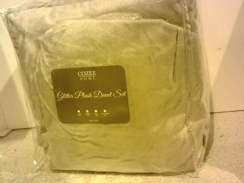 Lot 15338 COZEE HOME EMBROIDERED SPOT VELVETSOFT DUVET SET - SIZE DOUBLE