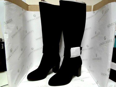 Lot 1029 KNEE HIGH BLACK HEELED BOOTS - UK SIZE 5