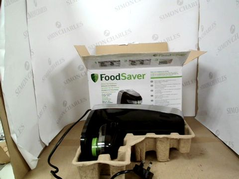 Lot 14010 FOODSAVER FRESH FOOD VACUUM SEALER SYSTEM WITH FOOD STORAGE CONTAINER & 5 STORAGE BAGS, FFS010 [ENERGY CLASS A] RRP £69.99