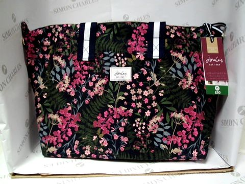 Lot 8150 JOULES WEEKEND BAG WITH TOILETRIES INCLUDED