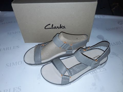Lot 8050 BOXED PAIR OF CLARK'S TRI SPOTTY SHOES IN SAGE SNAKE - UK 6