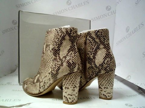 Lot 4921 BRAND NEW SOLE DIVA SNAKE PRINT ANKLE BOOTS SIZE UK 5 RRP £45.00