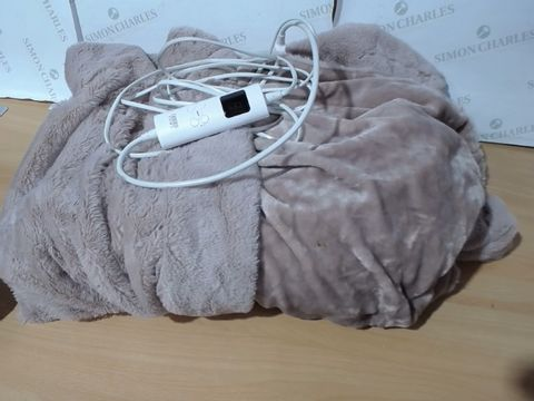 Lot 3056 COZEE HOME LUXURY FAUX FUR HEATED THROW - ROSE