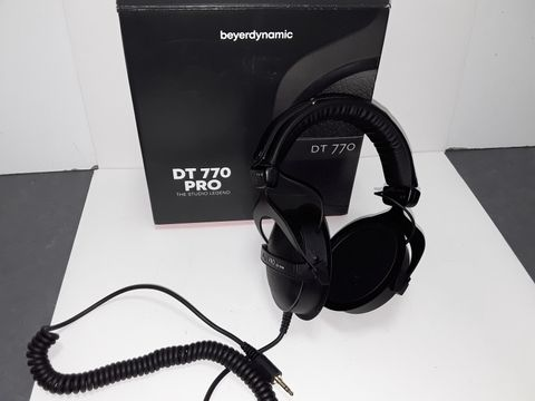 Lot 4080 BEYERDYNAMIC DT 770 PRO THE STUDIO LEGEND EARPHONES
