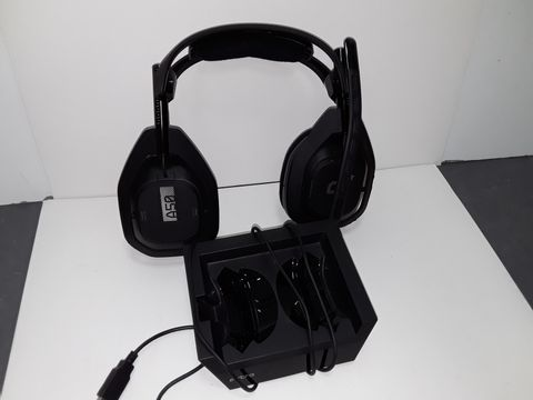Lot 4090 ASTRO GAMING A50 WIRELESS HEADSET + BASE STATION GENERATION 4 WITH DOLBY AUDIO, COMPATIBLE WITH PS4, PC, MAC - BLACK/SILVER